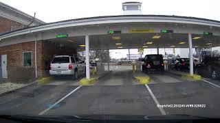Skok SUVem nad autem na stacji benzynowej! Czegoś takiego jeszcze nikt nie odj*bał!