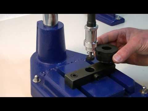 Montage Cutter Werkzeug Federschlag Presse