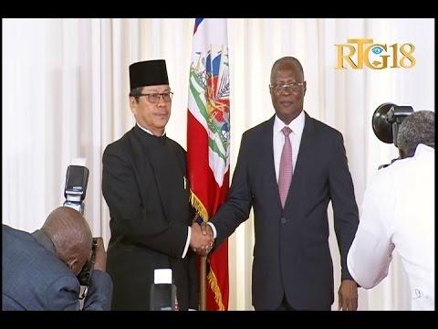 Le Président provisoire, Jocelerme PRIVERT, a reçu les lettres de créance de deux ambassadeurs.
