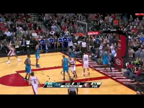 Nicolas Batum's two-handed dunk against Hornets