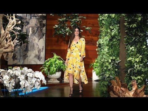 Sandra Bullock on Taking Ellen's Movie Roles (видео)