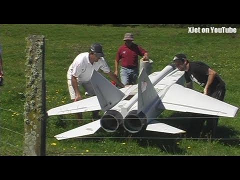 超大型遙控迷你戰鬥機!可裝置彈頭…