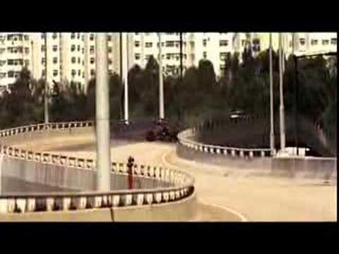Shell - Ferrari commercial - Wunderschön gemachte Autowerbung von Shell. Bei einer rasanten fahrt über Landstraßen und durch Stadte sieht man die...