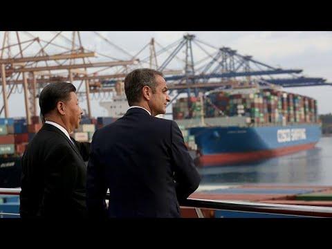 Πειραιάς: Στις εγκαταστάσεις της COSCO Μητσοτάκης-ΣΙ