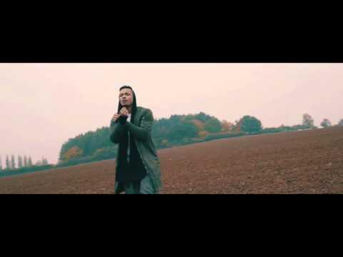 V jednoduchosti je síla: Ben Cristovao natočil videoklip Tabu uprostřed pole!