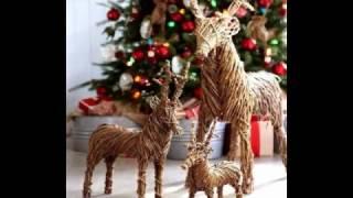 На нашем ролике вы можете посмотреть рождественские олени из веток и пробок. Все эти игрушки вы можете сделать своими руками вместе со своими детьми. Новогодние игрушки сделанные из пробок от вина и веток деревьев отлично украсят вашу елку. Неплохо олени дополнят сервировку стола.