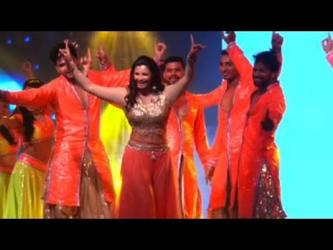 Daisy Shah Performs For New Year At Country Club N