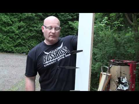 Shooting throwing knives with the slingshot
