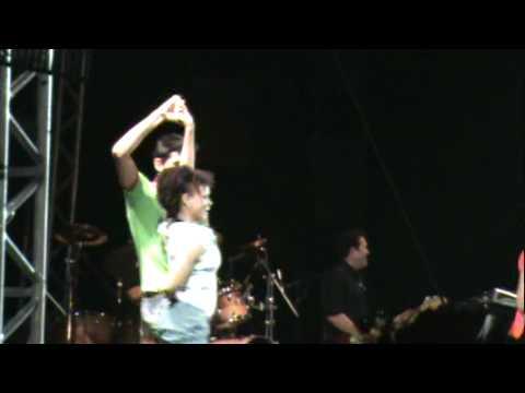 Roger no palco da Banda Calypso em Inaciolândia - GO