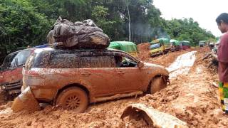 Download Video Mitsubishi Pajero Kandas Ditengah Jalan... Off Road Boven Digoel-Papua MP3 3GP MP4