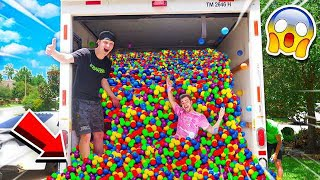 Video PUTTING 50,000+ BALL PIT BALLS IN A MOVING TRUCK MP3, 3GP, MP4, WEBM, AVI, FLV Agustus 2019