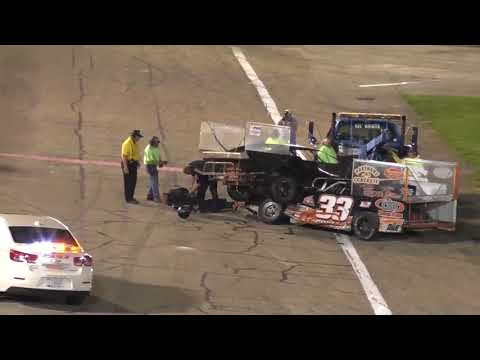 Drivers fight after crash at Anderson, Indiana race (видео)