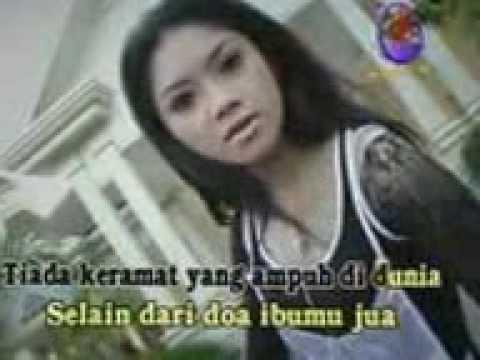 Download Lagu Ratna Antika   KERAMAT Music Video