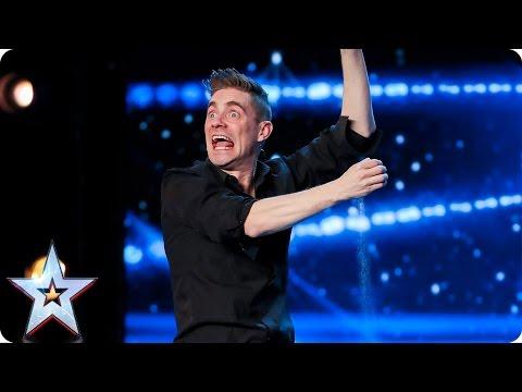 這男子的魔術表演「評審看了一下就覺得是老梗很無聊」,但最後竟然有人衝去評審面前大力拍桌…!