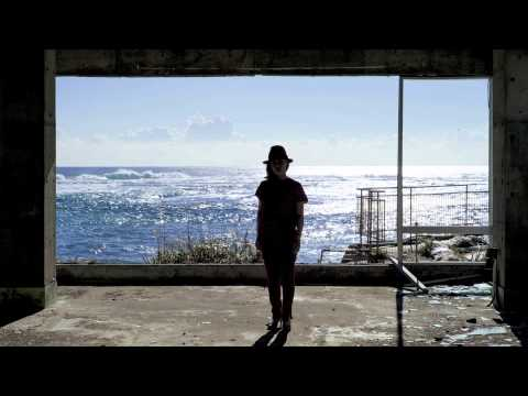 ", title : '石橋英子 / Eiko Ishibashi ""幼い頃、遊んだ海は / tonight"" (Official Audio)'"