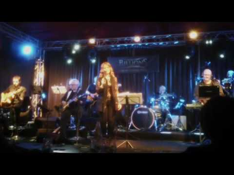 L' Aquila - Papik feat. Sara Galimberti Live Billions 2017