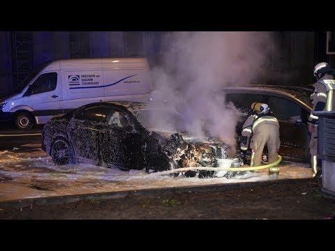 Berlin Charlottenburg: Mercedes geht in Flammen auf