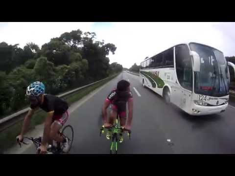 Brazilian cyclists draft truck at 124km/h