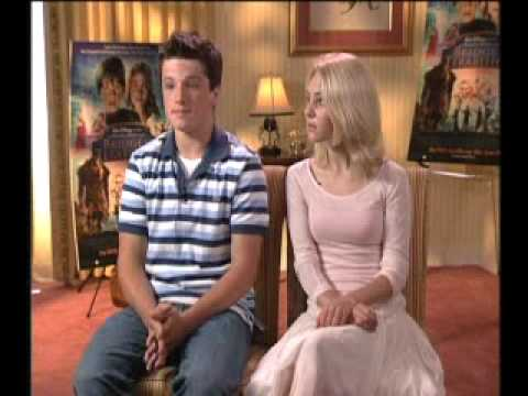 Interviews Bridge to Terabithia - AnnaSophia Robb & Josh Hutcherson 10th
