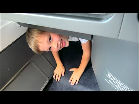 Макс РАСТОЛСТЕЛ в бизнес классе самолета КОРМИЛИ 10 раз на пути в TOKYO и Room Tour Prince Hotel (видео)