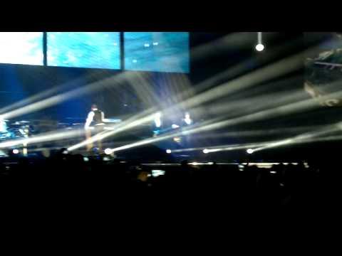 Olly Murs - Sheffield Arena 12th Feb 2012 - Trousers Split Wardrobe Malfunction