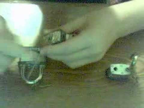 auQbi_fkdGE - Lockpicking a No1 Masterlock, a No3 Masterlock, and a No 5 masterlock.