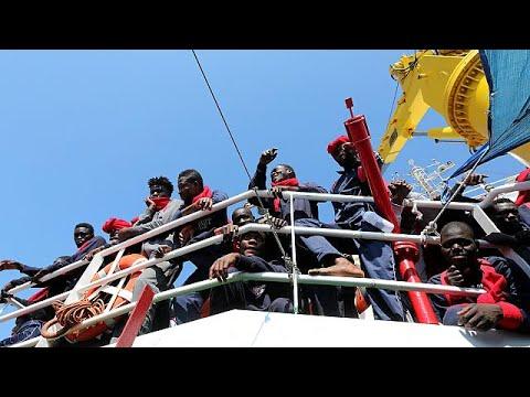Ιταλία: Ποιες είναι οι νομικές διέξοδοι για να πιέσει την ΕΕ για το μεταναστευτικό