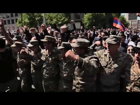 العرب اليوم - شاهد: رئيس وزراء أرمينيا يعلن أنه سيستقيل بعد تصاعد الاحتجاجات ضده
