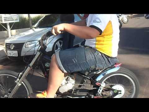 MOTOCICLISTAS CHEGANDO EM IACRI - SP, VARIOS MOTOCLUBES PRESENTES, AVENIDA LOTADA - 1° PARTE
