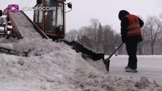 Коммунальные службы Донецка занимаются уборкой снега