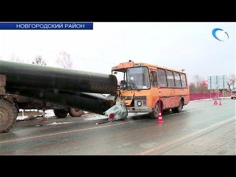 Школьный автобус попал в ДТП в районе деревни Бронница