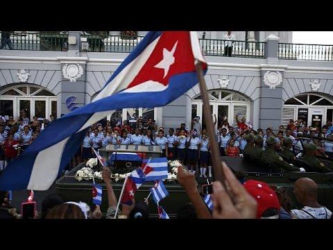 Πλήθος κόσμου για το τελευταίο αντίο στον Φιντέλ Κάστρο