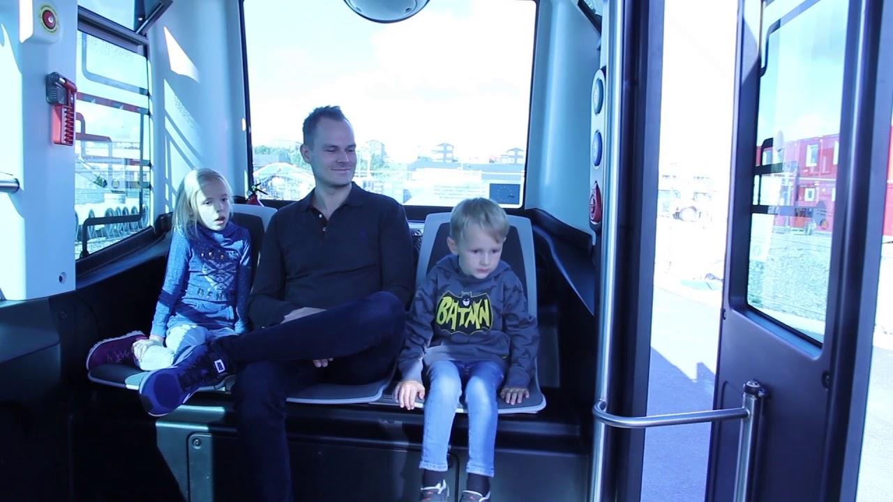 Bli med om bord i den førerløse bussen