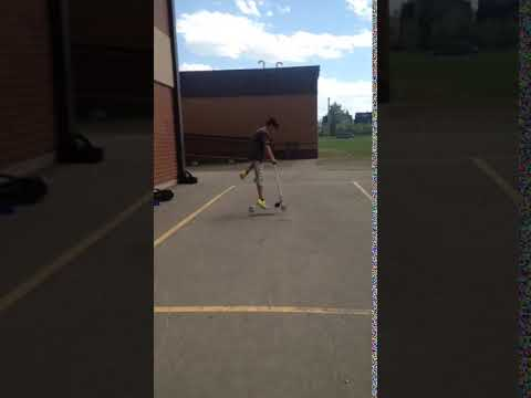 One foot whip on friends scooter (видео)
