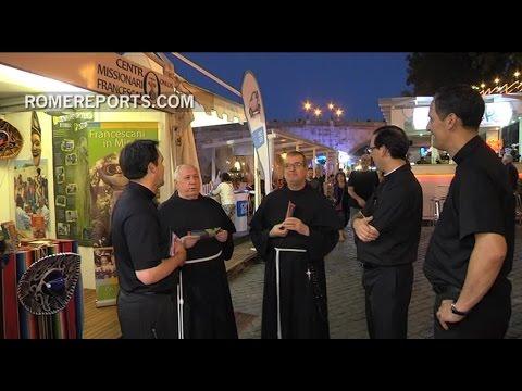 En la noche romana, entre bares y tiendas, también están los franciscanos