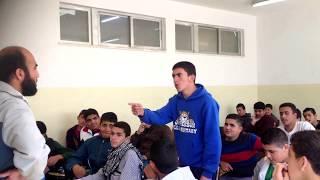 طالب يقولل قصيدة تجعل المدرس يقبل رأسه