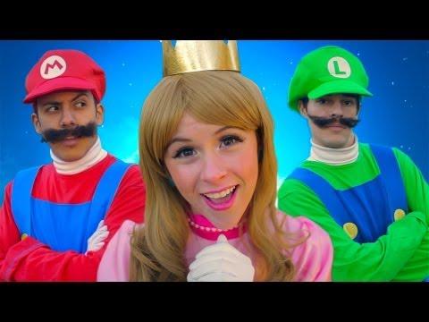 Découvrez la comédie musicale Super Mario 3D World.