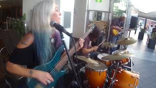 Download Lagu Rebecca Johnson Band *I`LL BE YOUR BABY TONIGHT* Live @ The Beery Terrigal (5/1/18) Mp3
