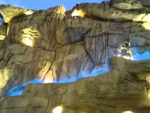 شلالات وصخور صناعيه.wmv
