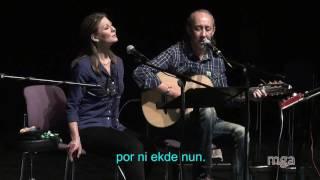 Download Lagu Ĵomart kaj Nataŝa - Kisu min multe (Bésame mucho) - Esperanto Mp3