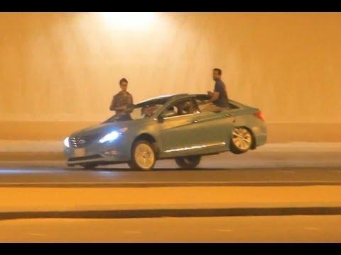 在尋常的公路上,中東人是這樣玩漂移的!..簡直玩命!