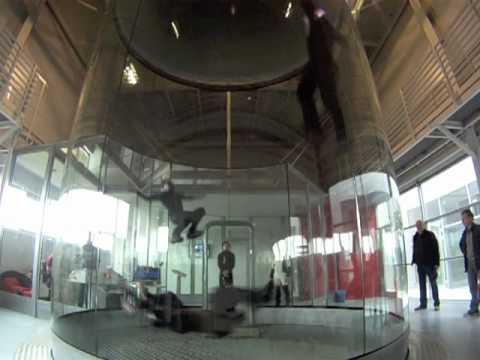 無重力舞蹈表演,感覺真的非常輕鬆欸~