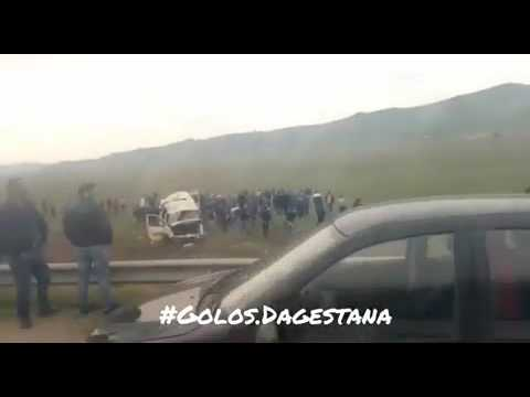 Маршрутка с 12 пассажирами перевернулась на трассе Махачкала-Буйнакск