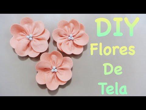eleganti fiorellini realizzati in feltro