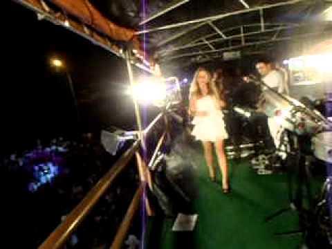 Cida Macieira cantando Zuar e beber - virada de ano Ubatuba