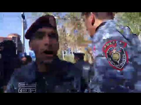 Քաշքշուկով ոստիկանները բերման ենթարկեցին խաղաղ ցուցարարներին - DomaVideo.Ru