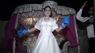 عريس تونسي وزوجته الفرنسية يتبادلان اللكمات في زفافهما