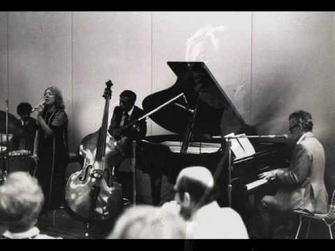 Tekst piosenki Helen Merrill - The Folks Who Live on the Hill po polsku