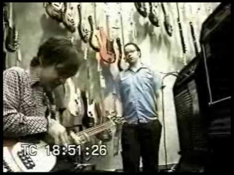 Weezer - MikeyBassSolo (20001101-yahoo6-MikeyBassSolo.mpeg)