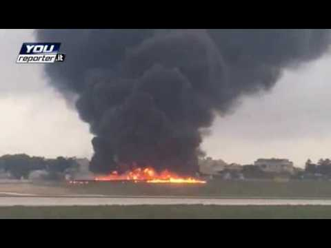 incidente aereo a malta: video shock!